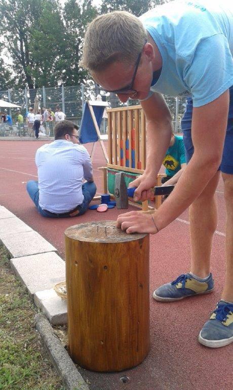 Bérelhető játékok fesztiválokra: szögbeverés
